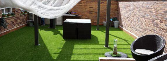 terraza-con-cesped-artificial