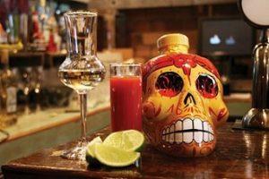 tequila y mezcal en bar en Bogota